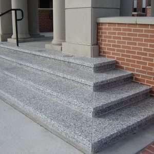 Szürke és bézs gránit lépcsők Crema Julia